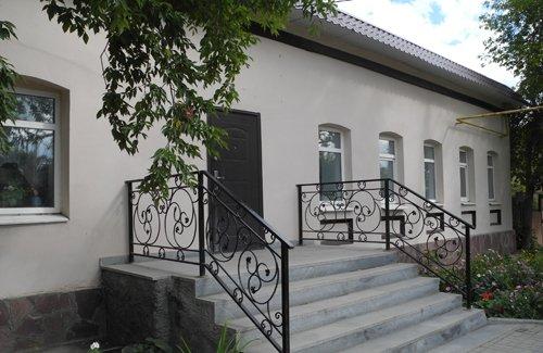 Большеистокская сельская библиотека крыльцо